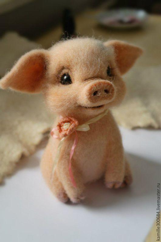 """Игрушки животные, ручной работы. Ярмарка Мастеров - ручная работа. Купить Войлочная скульптура """"Свинка Серафима"""". Handmade. Розовый"""