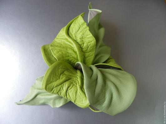 Брошь цветок объёмная из кожи Орхидея `Салатовый Парус` зеленая Брошь на сумку, пояс, шляпу, пиджак, платье, свитер ,шарф, шаль, платок, палантин, верхнюю одежду. Подарок женщине девушке, себе любимой