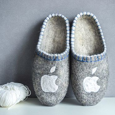 Обувь ручной работы. Ярмарка Мастеров - ручная работа Тапочки: Серые логотип Apple. Handmade.