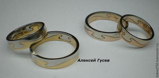 Кольцо разборное, состоит из двух одинаковых половинок. Прелесть в том, что имея 3-4 такие половинки, можно комбинировать колечко по цветам камней или металлов.Цена на кольца указана за грамм золота.