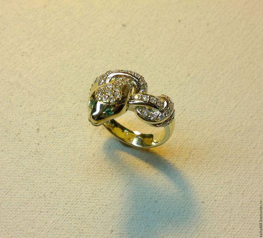 Кольца ручной работы. Ярмарка Мастеров - ручная работа. Купить Кольцо золотое с бриллиантами и  изумрудами. Handmade. Кольцо, золотое