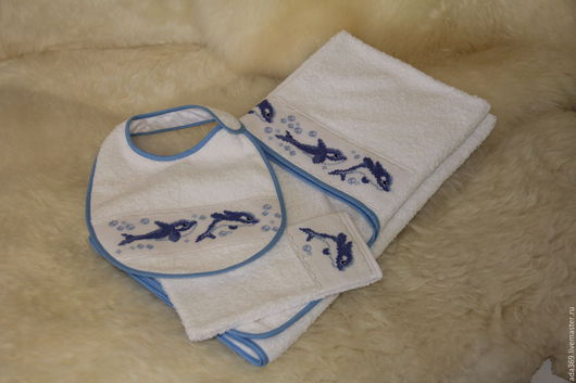 Для новорожденных, ручной работы. Ярмарка Мастеров - ручная работа. Купить комплект: полотенце-уголок, слюнявчик, варежка. Handmade. Комбинированный