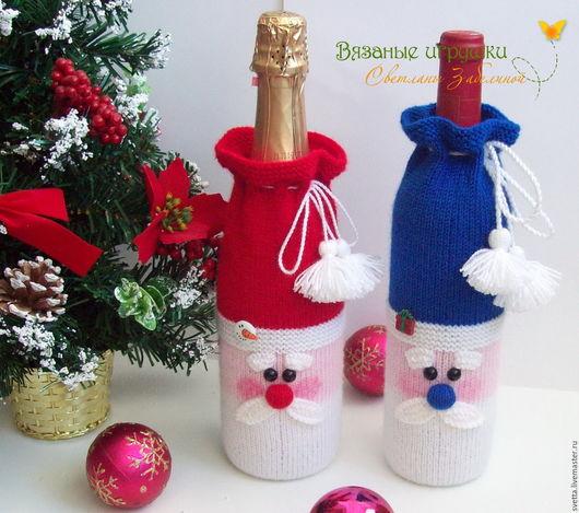 """Новый год 2017 ручной работы. Ярмарка Мастеров - ручная работа. Купить """"Дед Мороз"""" вязаный декоративный чехол на бутылку. Handmade."""