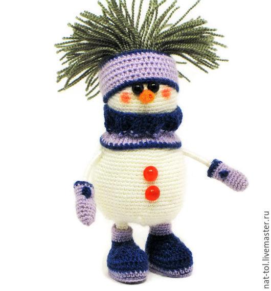 Новый год 2017 ручной работы. Ярмарка Мастеров - ручная работа. Купить Игрушка вязаная  снеговик в  синем сиреневом снуде. Handmade.