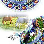 Украшения ручной работы. Ярмарка Мастеров - ручная работа Летнее колье, на лугу, вышитое бисером украшение: лошадки Ума и Фархад. Handmade.