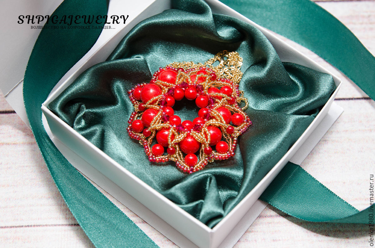 Pendant, brooch of coral and an excellent bead `Passion`