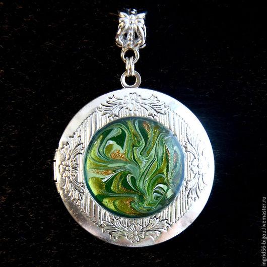Кулоны, подвески ручной работы. Ярмарка Мастеров - ручная работа. Купить Подвеска кулон медальон для фото открывающийся зеленый. Handmade.