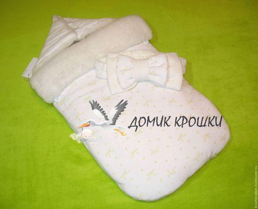 """Для новорожденных, ручной работы. Ярмарка Мастеров - ручная работа. Купить Конверт для новорожденного """"Золотистые бантики"""" экрю. Handmade. Белый"""