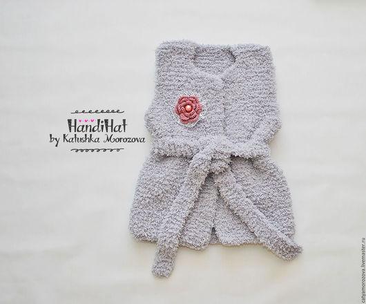 Одежда для девочек, ручной работы. Ярмарка Мастеров - ручная работа. Купить Плюшевая серая жилетка для девочки с брошкой. Handmade. Серый