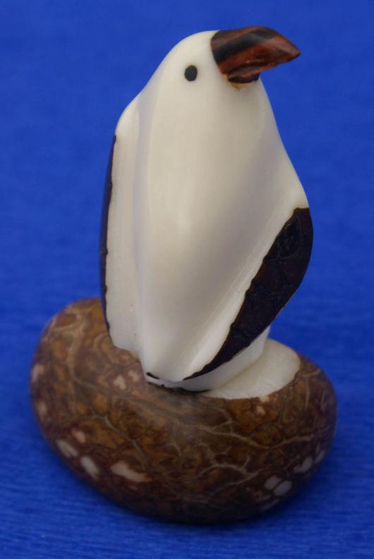Статуэтки ручной работы. Ярмарка Мастеров - ручная работа. Купить Пингвин, фигурка, статуэтка, морская птица, выточенная из ореха тагуа. Handmade.