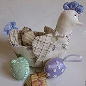 Куклы и игрушки ручной работы. Ярмарка Мастеров - ручная работа Текстильная   курочка-корзинка в стиле Тильда с пасхальными яйцами. Handmade.