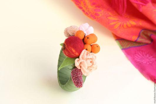 """Браслеты ручной работы. Ярмарка Мастеров - ручная работа. Купить Браслет """"Осенний"""" на деревянной основе с плодами и цветами. Handmade. Болотный"""