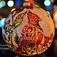 Коллекционный стеклянный елочный шар с витражной росписью `Кардинал и пуансеттии`