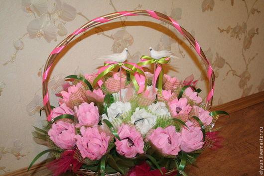 """Свадебные цветы ручной работы. Ярмарка Мастеров - ручная работа. Купить Подарок на свадьбу - корзина с цветами """"Голубиная верность"""". Handmade."""