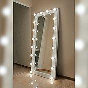 Зеркала ручной работы. Ярмарка Мастеров - ручная работа Зеркало в экокоже с лампами. Handmade.
