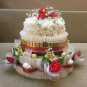 Букеты ручной работы. Ярмарка Мастеров - ручная работа Торт из конфет, шоколадок, зефира и живых цветов. Украшение стола. Handmade.