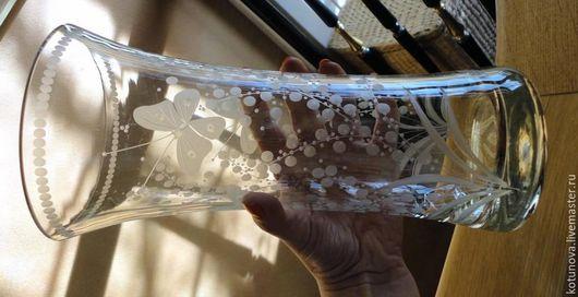 Винтажные предметы интерьера. Ярмарка Мастеров - ручная работа. Купить Ручная гравировка. Ваза с бабочками 28см, Австрия 70-е. Handmade.