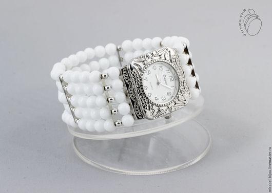 Мирабель-бижутерия. Широкий многорядный стильный браслет - наручные женские часы из белого агата, под серебро, фото. Купить белые часы в Москве. Mirabelle. Handmade. Female white bracelet watch
