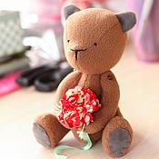 Куклы и игрушки ручной работы. Ярмарка Мастеров - ручная работа Мишка с букетом. Handmade.