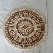 Оригинальный бежевый стол с столешницей из стеклянной мозаики