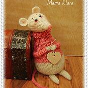 Куклы и игрушки ручной работы. Ярмарка Мастеров - ручная работа Влюбленная мышка, вязаная игрушка. Handmade.