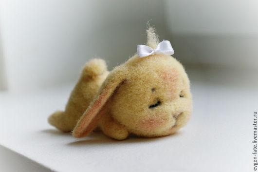 Игрушки животные, ручной работы. Ярмарка Мастеров - ручная работа. Купить Спящий зайчонок Сонечка валяная игрушка из шерсти. Handmade.