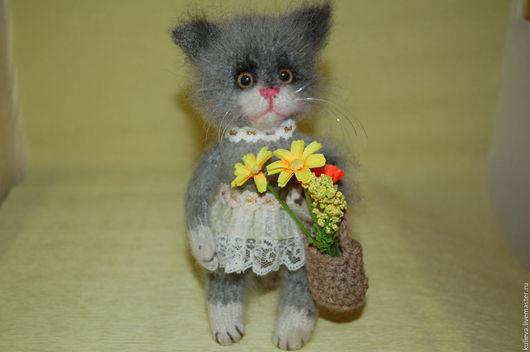 Игрушки животные, ручной работы. Ярмарка Мастеров - ручная работа. Купить Вязаная кошка(кошечка  с цветами). Handmade. Серый, кошка игрушка