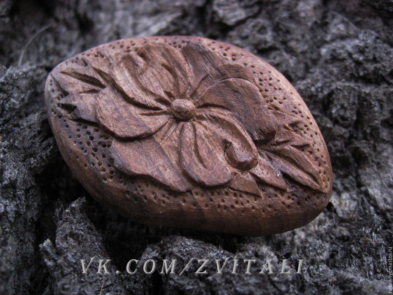 Кабошон под оправу из горного ореха с орнаментом.