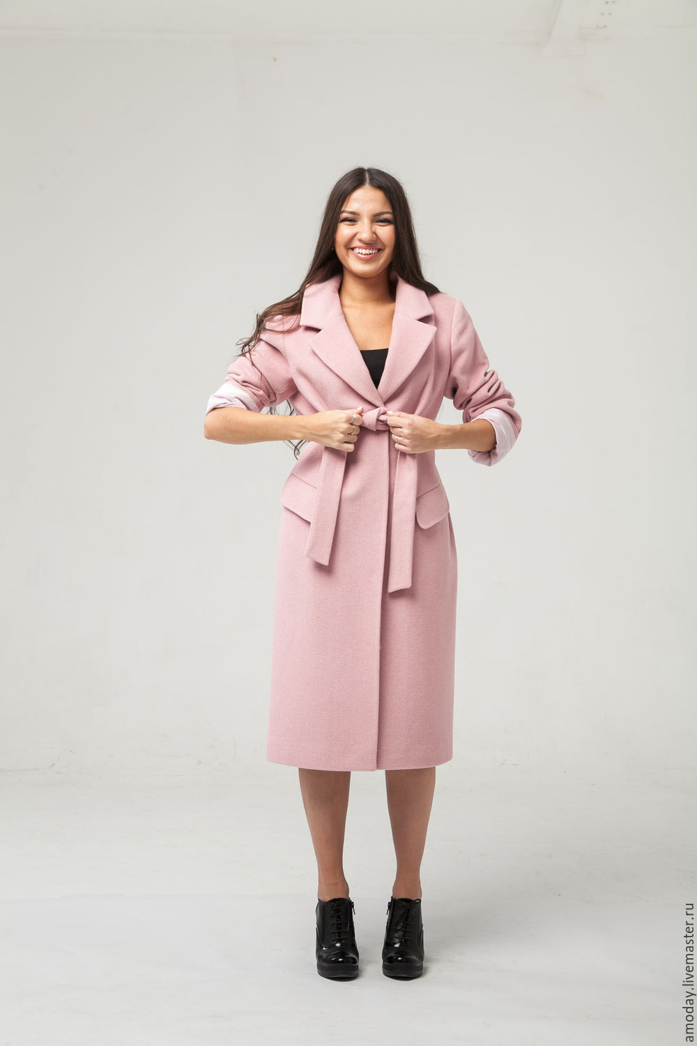 Coat handmade design in modern classic style jacket made of cashmere and wool colors dusty rose. The model can be ordered in any fabric.