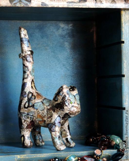 Статуэтки ручной работы. Ярмарка Мастеров - ручная работа. Купить Статуэтка Кошечка в порхающих бабочках (папье маше, декопатч). Handmade.