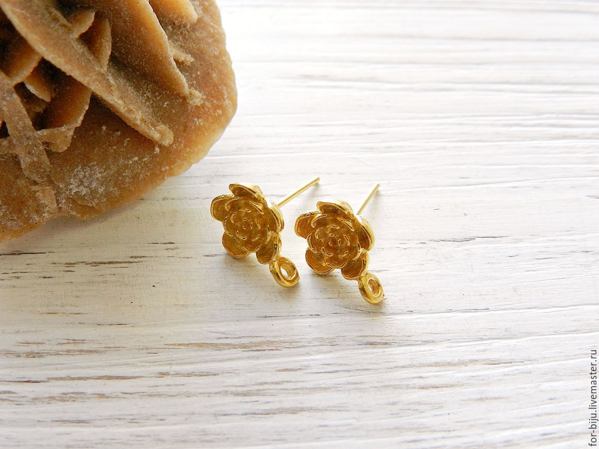 Studs earrings (cloves) 925 Silver alloy with gold 24K flower-shaped, made in Indonesia,. Bali size 13*9,5 mm taking into account loops, complete with silicone plugs (Ref. 2297)