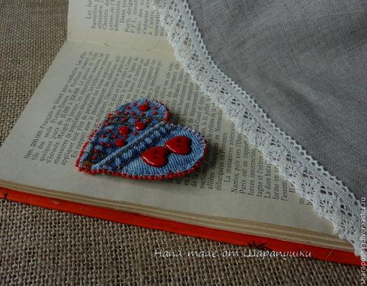 Броши ручной работы. Ярмарка Мастеров - ручная работа. Купить Брошь «Джинсовое сердце». Handmade. Ярко-красный, джинса, стиль