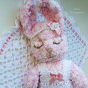 Куклы и игрушки ручной работы. Ярмарка Мастеров - ручная работа Зайка сонюшка (сплюшечка)  розовая. Handmade.