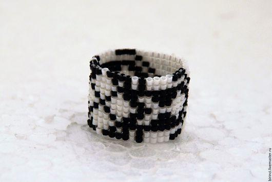 Кольца ручной работы. Ярмарка Мастеров - ручная работа. Купить Стильное кольцо из японского бисера. Handmade. Чёрно-белый, подарок