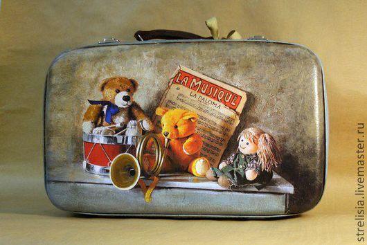 """Чемоданы ручной работы. Ярмарка Мастеров - ручная работа. Купить Чемодан """"Мишка едет в лагерь"""":)). Handmade. Винтажный чемодан, багаж"""