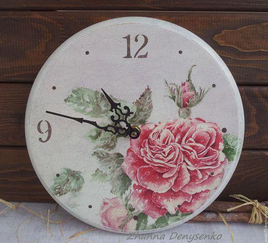 """Часы для дома ручной работы. Ярмарка Мастеров - ручная работа. Купить Часы """"Роза Моны Свард"""". Handmade. Коралловый, белый"""