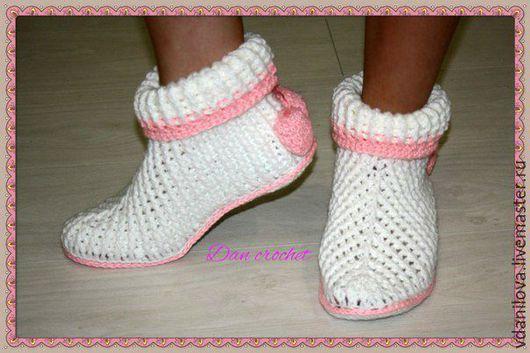 """Обувь ручной работы. Ярмарка Мастеров - ручная работа. Купить Домашние вязаные сапожки """"Уютные"""". Handmade. Разноцветный, обувь крючком"""