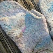 Работы для детей, ручной работы. Ярмарка Мастеров - ручная работа детские варежки   с птичкой из шерсти Альпаки, голуби , вышитые,. Handmade.
