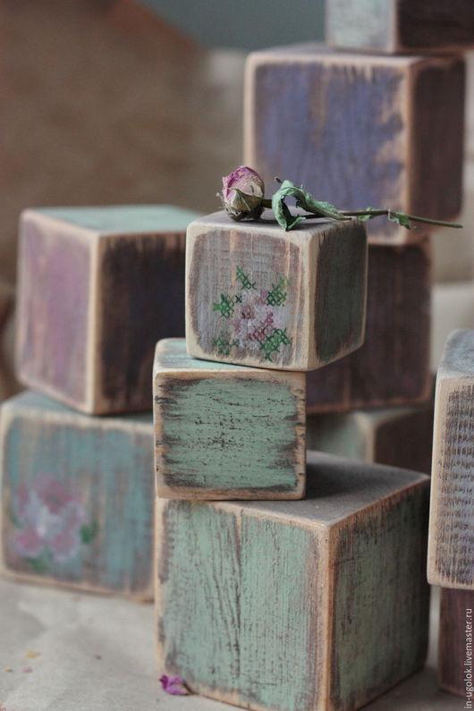 кубики, кубики деревянные, кубик, кубик из дерева, старенький кубик, имитация вышивки, роза, розочка, декор интерьера, детская комната, для фотосессии, мишка тедди