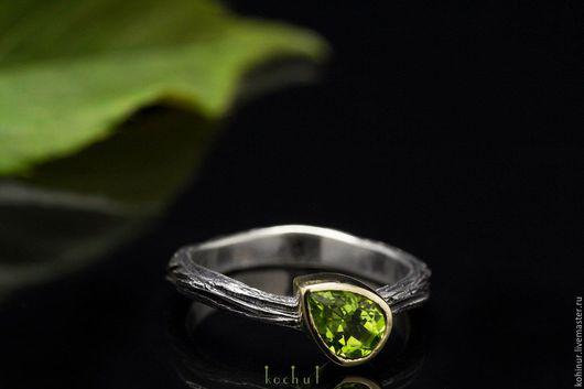 """Кольца ручной работы. Ярмарка Мастеров - ручная работа. Купить Кольцо """"Гармония"""". Серебро, золото, хризолит. Handmade. Ярко-зелёный"""