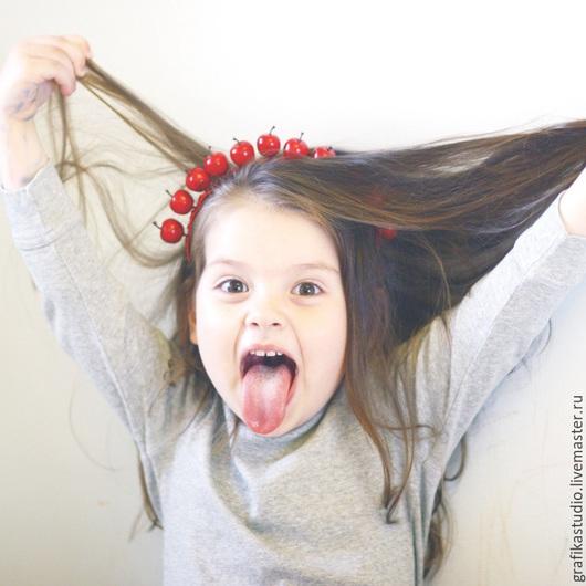 """Диадемы, обручи ручной работы. Ярмарка Мастеров - ручная работа. Купить Ободок для волос """" красные яблочки"""". Handmade. ранетки"""