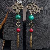 Серьги классические ручной работы. Ярмарка Мастеров - ручная работа Серьги в бохо стиле зеленые/брусничные.Длинные серьги-гвоздики с агатом и подвесками. Handmade.