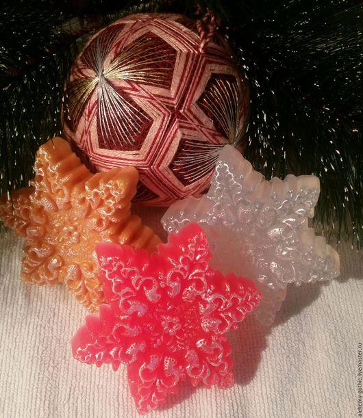 Снежинки разных цветов, вес мыла 52 - 56 грамм, аромат мяты, ели , розы