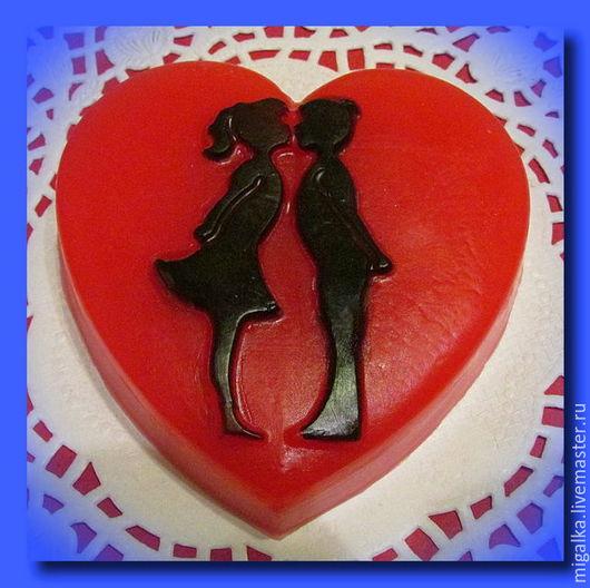 """Мыло ручной работы. Ярмарка Мастеров - ручная работа. Купить сувенирное мыло-сердечко """"Влюбленная пара"""". Handmade. мыло в подарок"""