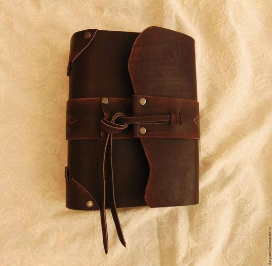 Записные книжки ручной работы. Ярмарка Мастеров - ручная работа. Купить блокнот-книга для записей из натуральной толстой кожи ручной работы. Handmade.