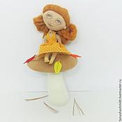 Куклы и игрушки ручной работы. Ярмарка Мастеров - ручная работа Интерьерная текстильная кукла Осенний листочек на грибе. Handmade.