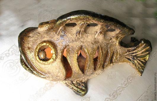 Внутри рыбы можно поставить до 8 круглых свечей, плавники и губы рыбки подкрашены золотой краской - рыбка подрумяненная!