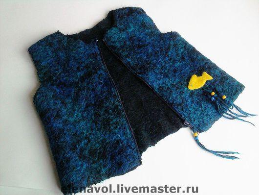 """Одежда для мальчиков, ручной работы. Ярмарка Мастеров - ручная работа. Купить Жилетка """"Синие воды, желтая рыбка"""". Handmade. абстрактный"""