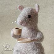 """Куклы и игрушки ручной работы. Ярмарка Мастеров - ручная работа Мышка """"Время пить кофе"""". Handmade."""