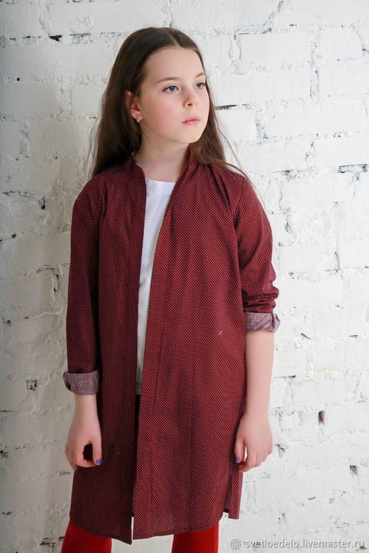Платье-рубашка для девочки, цветы на молочном